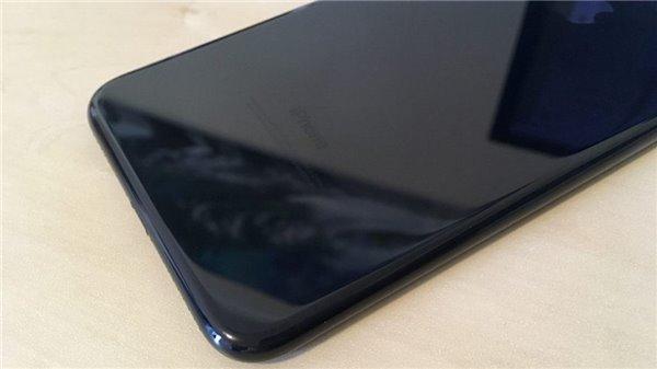 裸奔请三思:亮黑色iPhone7不戴套,后果难堪