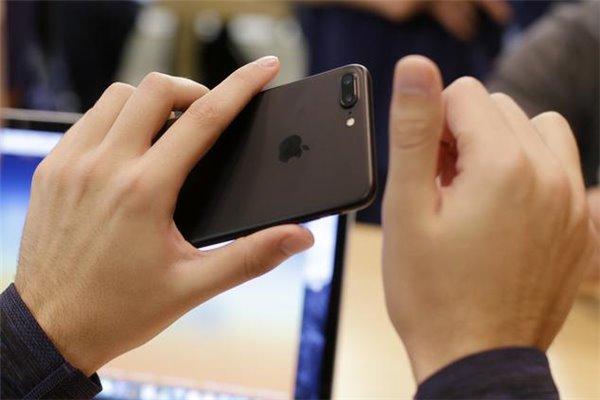 iPhone新型漏洞:打开一张JPEG图片就被黑