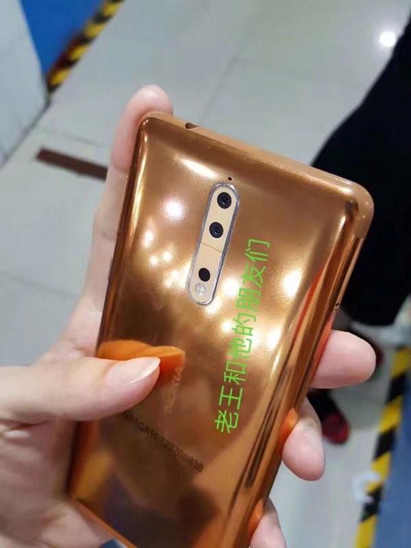 诺基亚8双摄原型真机曝光:金铜色,未见蔡司Logo