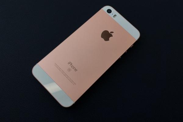 被全面屏狂挤压:小屏神器iPhone SE二代悬了!
