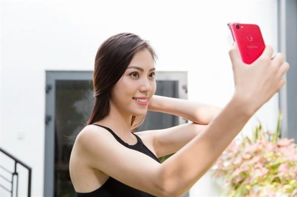 OPPO全面屏真机现身:美女模特实力抢镜